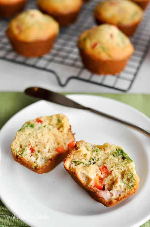 Gluten-Free-Breakfast-Muffins-with-Ham-Veggies